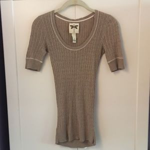 Sweaters - Short sleeve sweater in size small